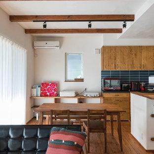 名古屋のエクレクティックスタイルのおしゃれなLDK (白い壁、濃色無垢フローリング、暖炉なし、茶色い床) の写真