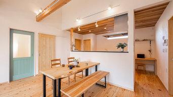ゆったりした平屋、自然素材と薪ストーブの家