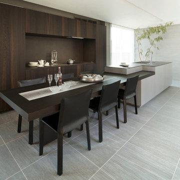ニュアンスのある素材が特徴のキッチン空間