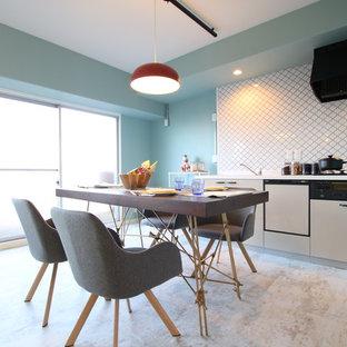 他の地域のコンテンポラリースタイルのおしゃれなLDK (青い壁、グレーの床) の写真