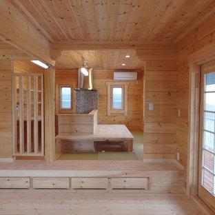 Cette photo montre une salle à manger ouverte sur la cuisine scandinave avec un sol de tatami.