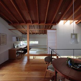 東京23区の和風のおしゃれなLDK (白い壁、無垢フローリング、茶色い床) の写真