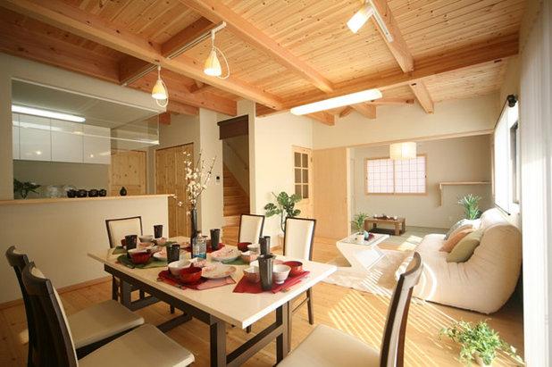 和室・和風 ダイニング 丸太梁のある回廊式現代和風の家