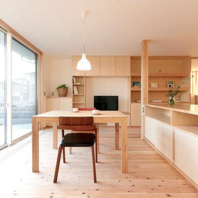 Mid-sized light wood floor and beige floor kitchen/dining room combo photo in Tokyo Suburbs with beige walls