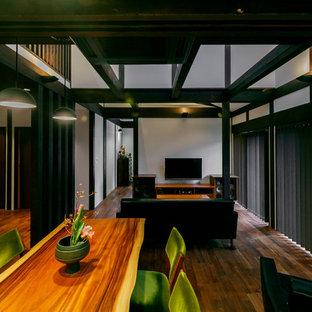 名古屋の和風のおしゃれなLDK (白い壁、濃色無垢フローリング、茶色い床) の写真