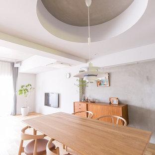 名古屋のインダストリアルスタイルのおしゃれなダイニング (グレーの壁、淡色無垢フローリング、茶色い床) の写真