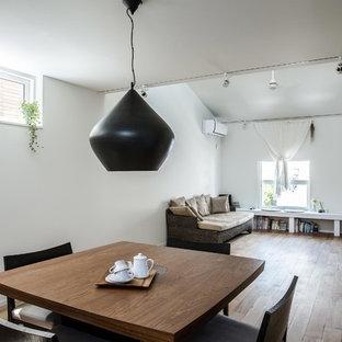 日本 福岡の北欧スタイルのLDKの写真 (白い壁、無垢フローリング、茶色い床)