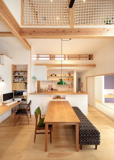 Scandinavian Dining Room by 四季の住まい株式会社