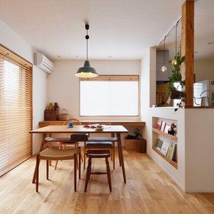 アジアンスタイルのおしゃれなダイニング (白い壁、無垢フローリング、暖炉なし、茶色い床) の写真