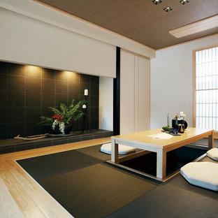 横浜のアジアンスタイルのおしゃれな独立型ダイニング (白い壁、淡色無垢フローリング、ベージュの床) の写真