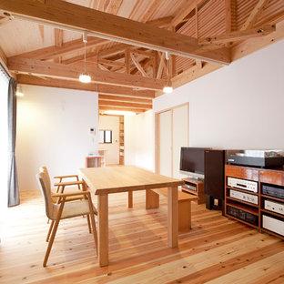 神戸の和風のおしゃれなダイニング (白い壁、無垢フローリング、茶色い床) の写真