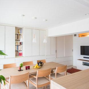 東京23区の中サイズのコンテンポラリースタイルのおしゃれなLDK (白い壁、ラミネートの床、ベージュの床) の写真