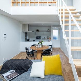 東京23区の北欧スタイルのおしゃれなLDK (無垢フローリング、白い壁、茶色い床) の写真