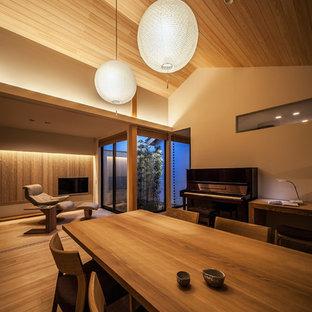 神戸の和風のおしゃれなLDK (白い壁、無垢フローリング、茶色い床) の写真