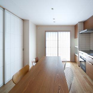 他の地域の和風のおしゃれなダイニング (白い壁、淡色無垢フローリング、茶色い床) の写真