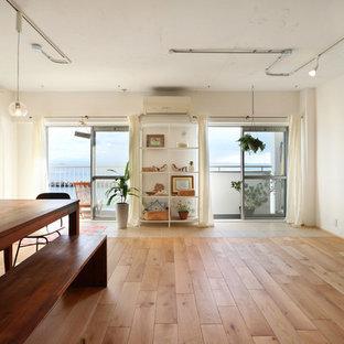 神戸のモダンスタイルのおしゃれなサンルーム (淡色無垢フローリング、茶色い床、標準型天井) の写真