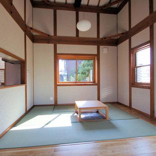 Diseño de comedor asiático, abierto, con paredes blancas y tatami