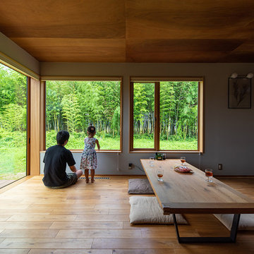 農作業小屋を改築し、竹林を眺めるのどかな住まいに