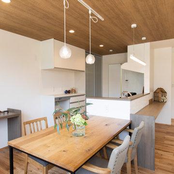 香川県高松市に建つ、「2世帯で幸せに暮らす家」のダイニング