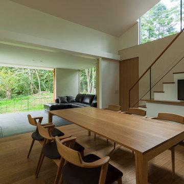 鳴沢の家 / 薪ストーブとドッグランのある週末住宅