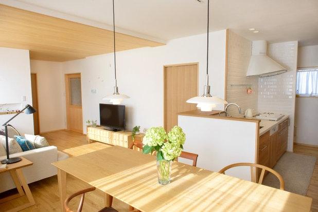 Scandinavian Dining Room by Interior & Lifestyle Design RH+ (アールエイチプラス)