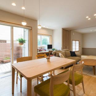横浜の中サイズの北欧スタイルのおしゃれなLDK (白い壁、淡色無垢フローリング、茶色い床) の写真