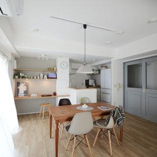神戸の北欧スタイルのおしゃれなダイニング (白い壁、淡色無垢フローリング、ベージュの床) の写真