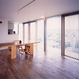 Inspiration for a midcentury dining room in Fukuoka.