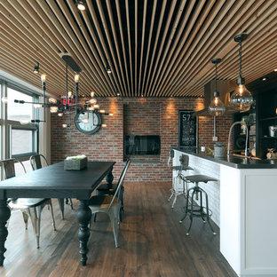 名古屋のミッドセンチュリースタイルのおしゃれなダイニングキッチン (茶色い壁、濃色無垢フローリング、茶色い床) の写真