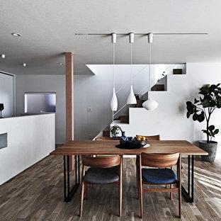 名古屋の北欧スタイルのおしゃれなLDK (白い壁、塗装フローリング、茶色い床) の写真