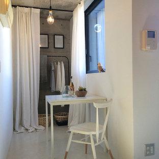 Idée de décoration pour une petit salle à manger ouverte sur le salon nordique avec un mur blanc, un sol en vinyl et un sol blanc.