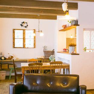 福岡の小さい地中海スタイルのおしゃれな独立型ダイニング (白い壁、濃色無垢フローリング、茶色い床) の写真