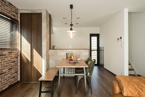 Transitional Dining Room by C-class…らしく暮らすをコーディネートする