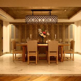 東京23区のトラディショナルスタイルのおしゃれなダイニング (ベージュの壁、大理石の床、白い床) の写真
