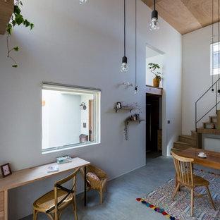京都の中くらいのアジアンスタイルのおしゃれなダイニングキッチン (白い壁、コンクリートの床、グレーの床) の写真