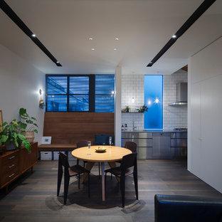 東京23区のインダストリアルスタイルのおしゃれなLDK (白い壁、塗装フローリング、グレーの床) の写真
