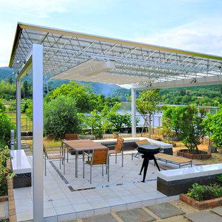 他の地域のトロピカルスタイルのおしゃれなテラス・中庭の写真