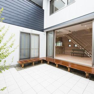 Ispirazione per un patio o portico etnico in cortile con piastrelle e un gazebo o capanno