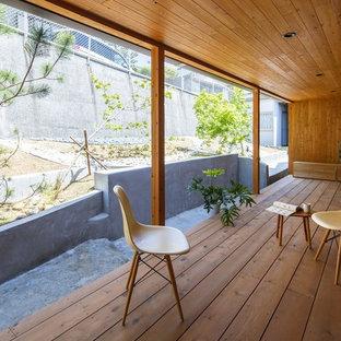 大阪の和風のテラス・中庭の画像 (デッキ材舗装、張り出し屋根)