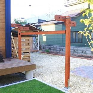 Immagine di un patio o portico vittoriano dietro casa con ghiaia