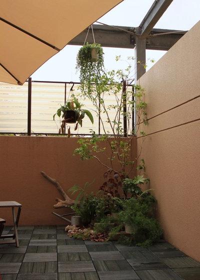 インダストリアル テラス・中庭 by green+garden tamansari