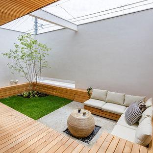 Ispirazione per un patio o portico etnico in cortile con un tetto a sbalzo