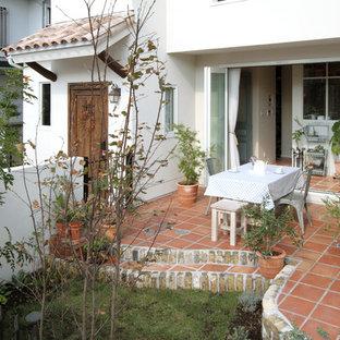 他の地域の地中海スタイルのおしゃれなテラス・中庭 (日よけなし) の写真