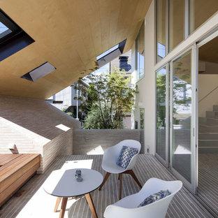 横浜のアジアンスタイルのおしゃれなテラス・中庭 (コンテナガーデン、タイル敷き、張り出し屋根) の写真