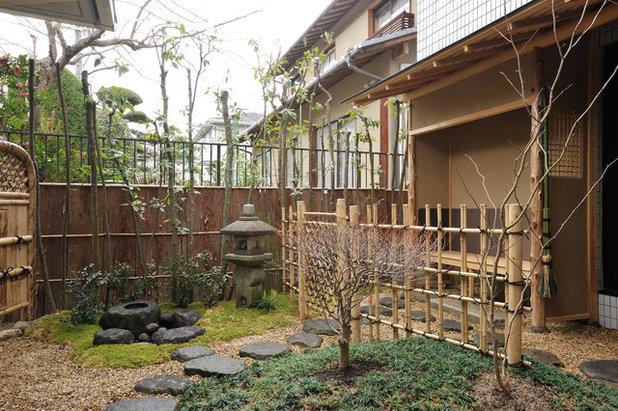 Japanese Patio by 岩崎建築研究室