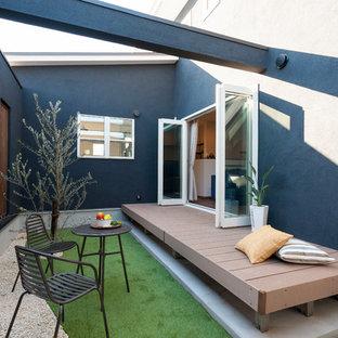 他の地域のコンテンポラリースタイルのおしゃれな中庭のテラス (日よけなし) の写真