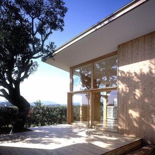 Immagine di un grande patio o portico etnico in cortile con pedane e un tetto a sbalzo