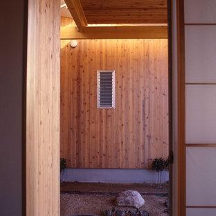 Foto di un patio o portico etnico di medie dimensioni e in cortile con graniglia di granito e una pergola