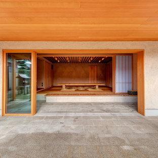 大阪のアジアンスタイルの前庭の画像 (タイル敷き、張り出し屋根)