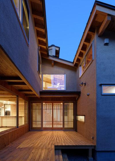 コンテンポラリー テラス・中庭 by 高野三上アーキテクツ 一級建築士事務所 Takano Architects